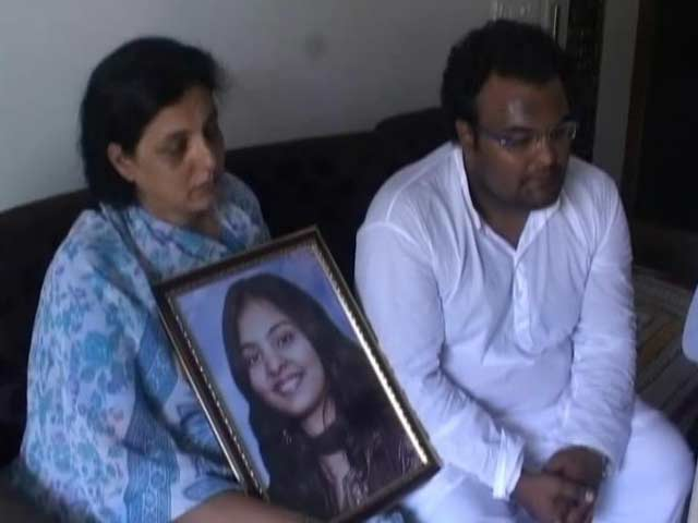 Video : Mumbai Hit-and-Run: Girl Dies After Lying Injured in Front of Police Station