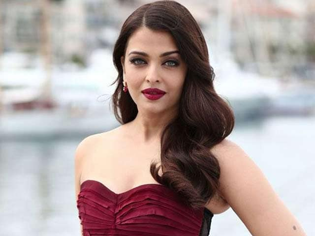Video : Aishwarya Unveils <i>Jazbaa</i> First Look at Cannes