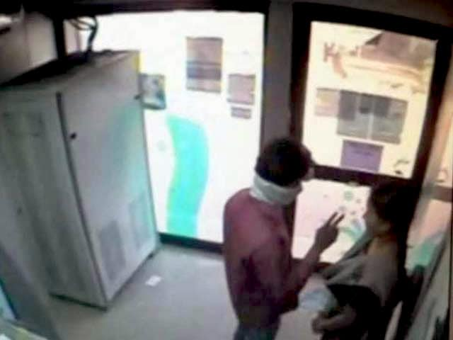 Video : Hyderabad Man Who Opened Fire in ATM Caught in Same Neighbourhood