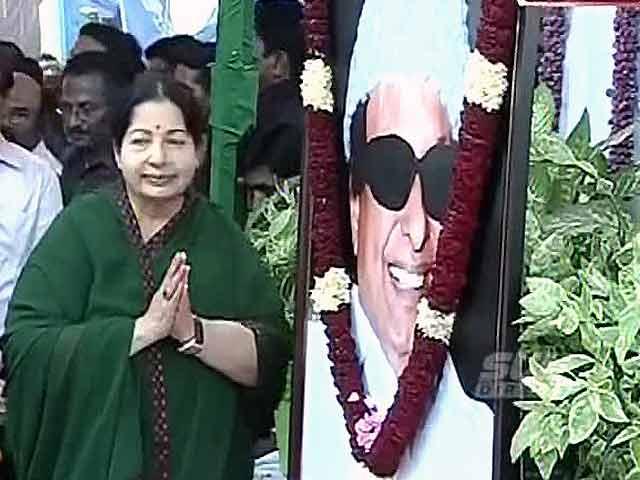 Videos : जयललिता ने सरकार बनाने का दावा पेश किया, समर्थकों में जबरदस्त उत्साह