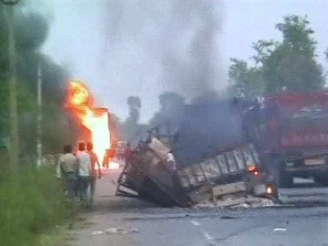 Video : Over 30 Trucks Set on Fire Reportedly by Naxals in Bihar's Gaya