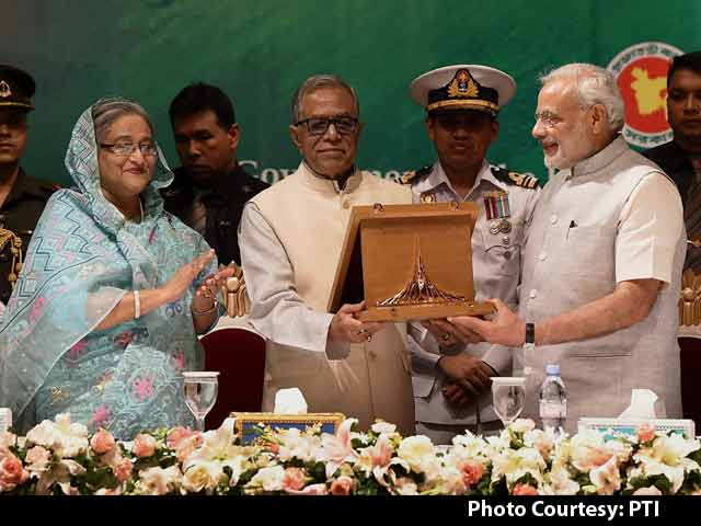 Video : PM Modi Receives Award of Bangladesh Liberation War on Behalf of Former PM Atal Bihari Vajpayee