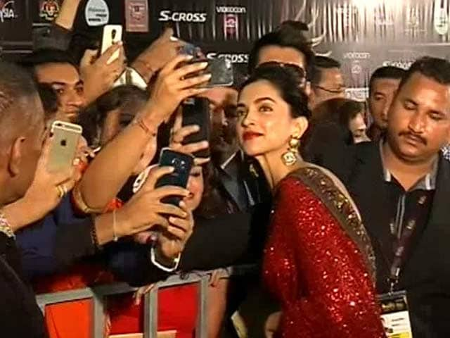 Video : Ranveer is Very Honest: Deepika Padukone