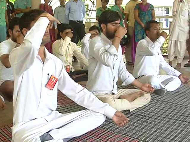 Video : 'How Can Anyone Have a Problem With Yoga' Say Muslim Practitioners at Ramdev's Patanjali Institute