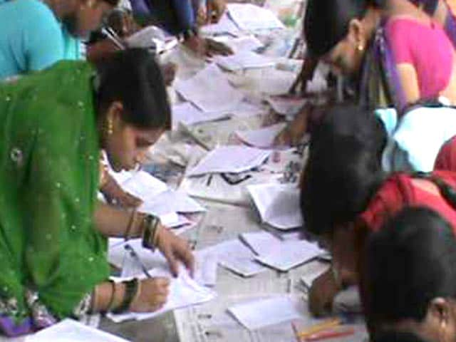 Video : In Bihar College Exams, Three Persons Help Each Candidate