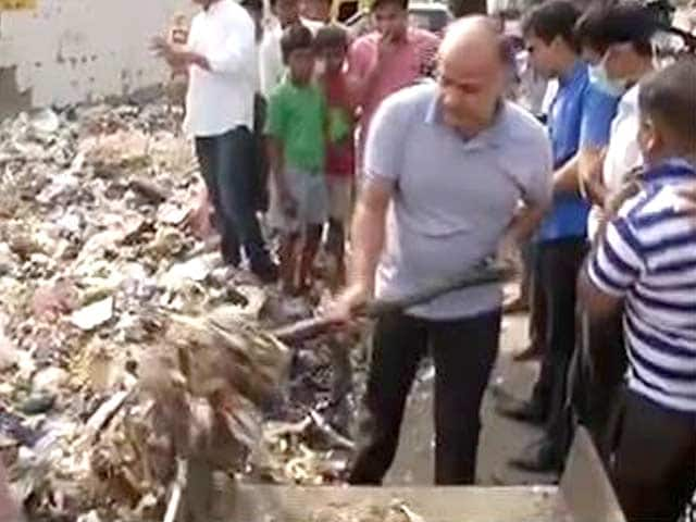 Video : A Battle of Brooms Between AAP and BJP as Delhi Grapples With Garbage Crisis