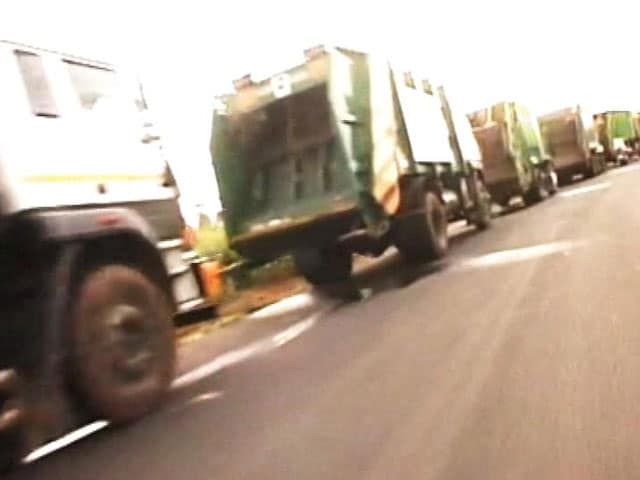 Video : A Protest Raises Stink in Bengaluru as Locals Block Garbage Trucks