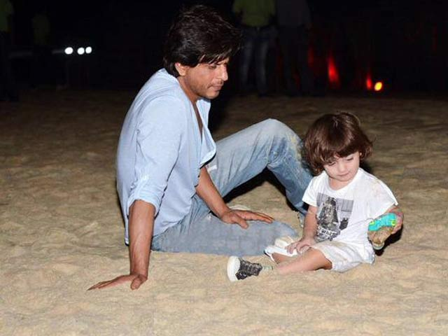 Shah Rukh Khan Voted 'Hottest Father' in Bollywood