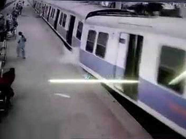 Video : Watch CCTV Footage of Churchgate Accident in Which Train Crashed into Platform
