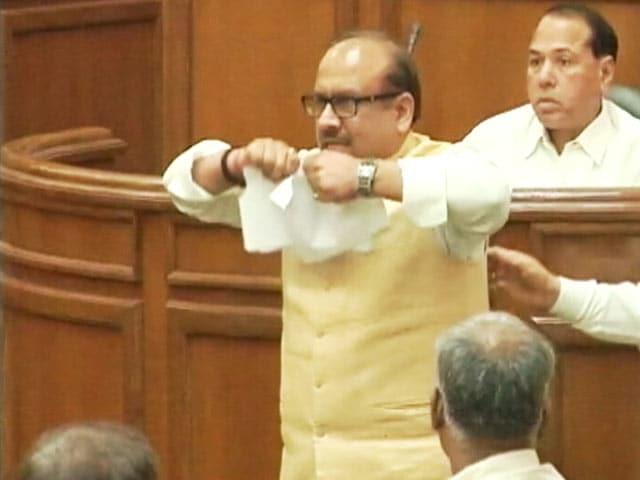 Video : BJP Lawmakers Tear VAT Bill, Break Mic in Delhi Assembly