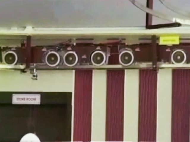 Video : वडोदरा के रेस्टोरेंट में टॉय ट्रेन के जरिये पिज्जा सर्विंग