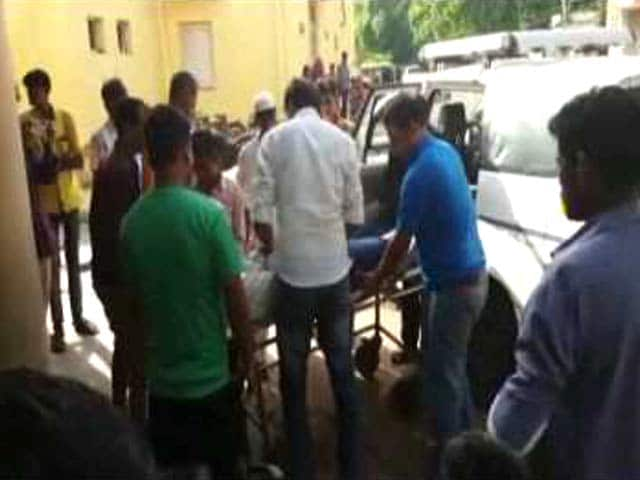 Video : Journalist Covering Vyapam Scam Falls Ill Suddenly, Dies