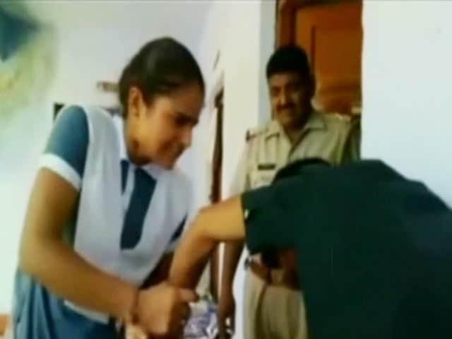 Video : Inside Police Station, Schoolgirl Thrashes Boy Who Harassed Her
