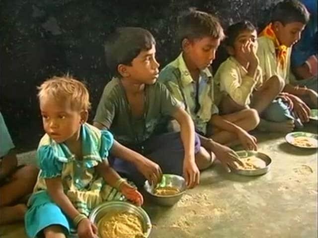 Videos : मध्य प्रदेश के आंगनबाड़ी में बच्चों ने की अंडों की मांग