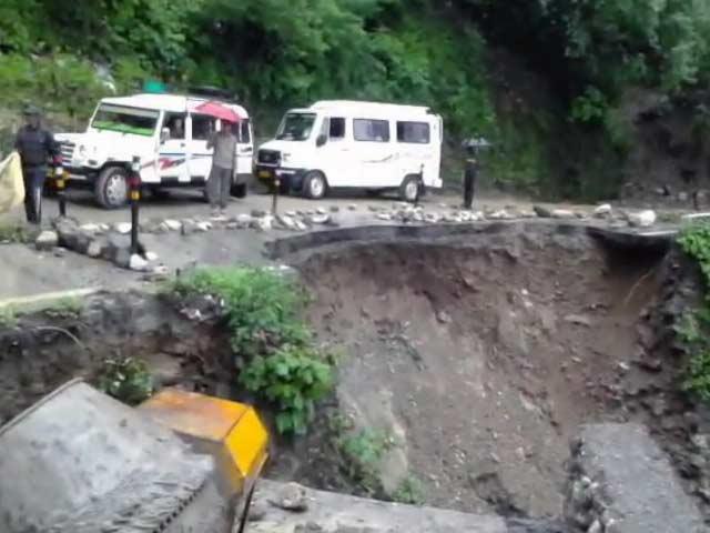 Video : उत्तराखंड में भारी बारिश से हालात खराब, कई रास्ते टूटें