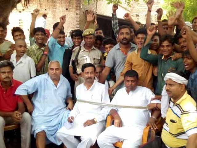 Video : Uttar Pradesh Lawmaker Tied Up and Held for 3 Hours by Angry Villagers