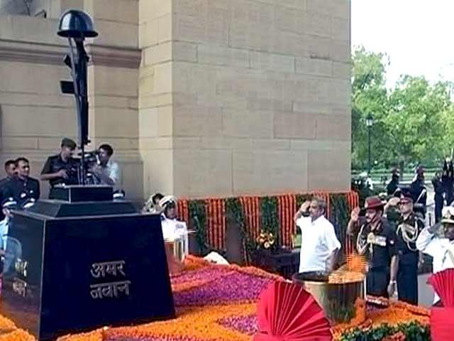Videos : करगिल विजय दिवस की 16वीं वर्षगांठ, देशभर में शहीदों को दी जा रही है श्रद्धांजलि