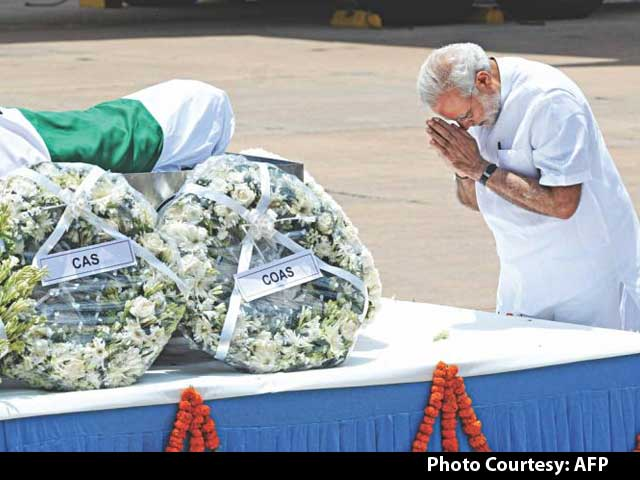 Video : President APJ Abdul Kalam's Body Brought to Delhi; President, PM Pay Tributes
