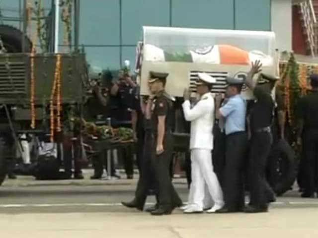 Video : President Kalam's Body Taken to His Home Town Rameswaram