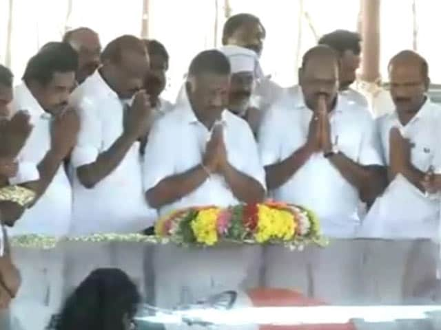 Video : Thousands Pay Last Respects to President Kalam in his Hometown Rameswaram