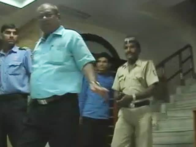 Video : Cop Delivers Confidential Letter to Yakub Memon's Family in Nagpur
