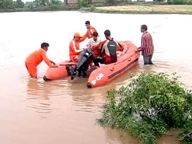 Video : देश के पश्चिम से लेकर पूर्वी हिस्से तक बारिश की मार के बाद तबाही का मंज़र