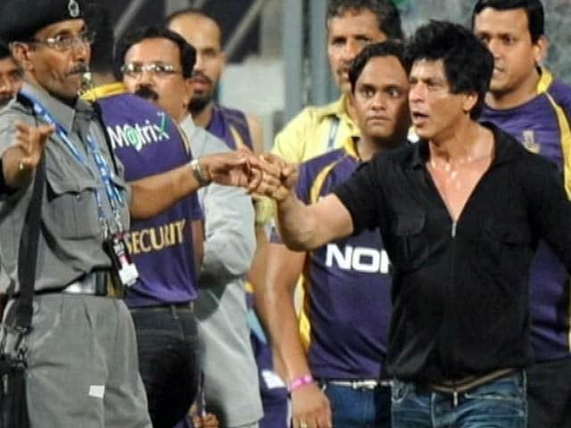 Video : एमसीए ने शाहरुख खान के वानखेड़े स्टेडियम में प्रवेश पर लगा बैन हटाया