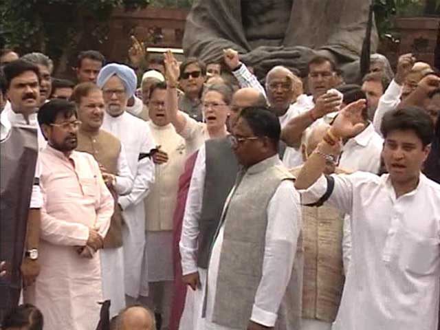 Video : Big Congress Protests on Suspension of MPs, Brace for More Says Sonia
