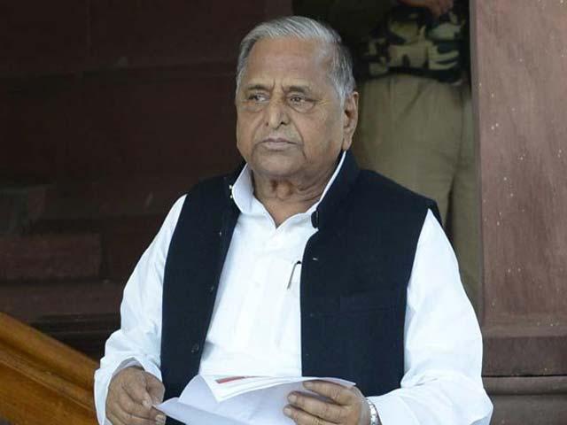 Videos : खबरों की खबर : कांग्रेस पर सख़्त मुलायम, आज चलेगी संसद?