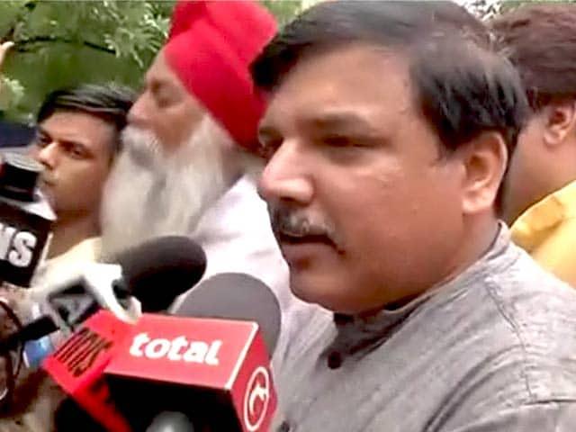 Video : योगेंद्र यादव से मिलने 'आप' कार्यकर्ताओं संग पहुंचे संजय सिंह, हंगामा हुआ