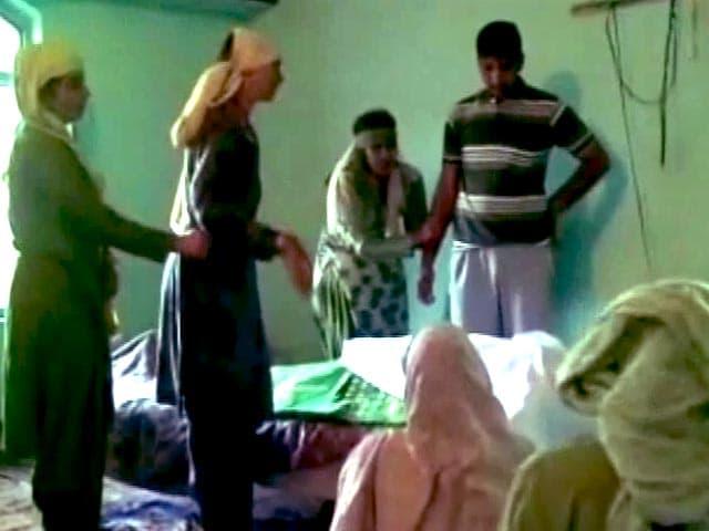 Video : पाकिस्तान की ओर से जारी फायरिंग के चलते सरहद के गांवों से लोगों का पलायन