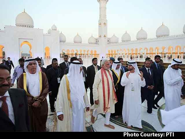 Video : On Day 1 in UAE, PM Modi Visits Iconic Mosque, Meets Indian Workers