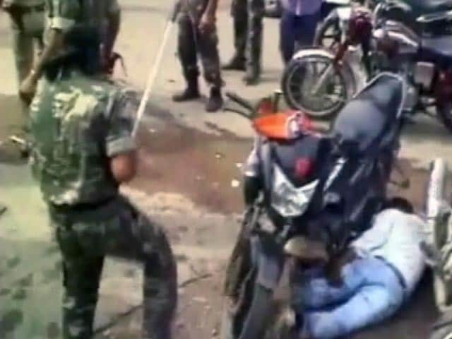 Video : कांग्रेस का बंगाल बंद, गुस्से में सांसद ने शर्ट फाड़ी