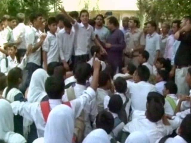 Video : जम्मू-कश्मीर के स्कूली बच्चों ने किया प्रदर्शन, राष्ट्रगान गाने से रोकने का मामला