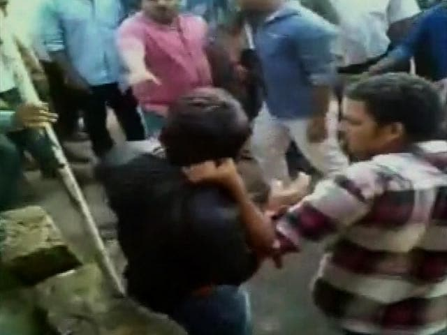 Video : Muslim Man Stripped, Tied to Pole and Beaten by Mob in Mangalore, 13 Arrested