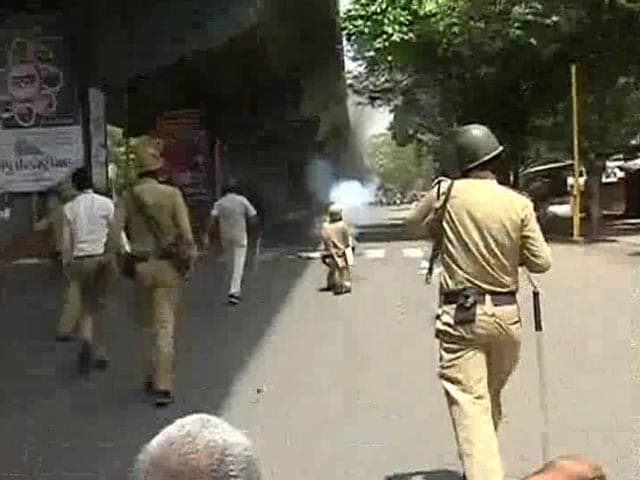 Video : Clashes Erupt in Surat, Watch NDTV's Special Report