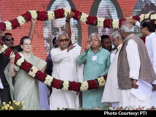 Video : At Massive Bihar Rally, Nitish Kumar, Sonia Gandhi and Lalu Prasad Take on PM Modi