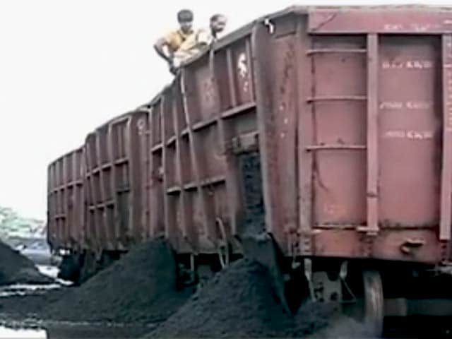 Video : Toxic Coal Dumped at South Mumbai: Residents Demand Action