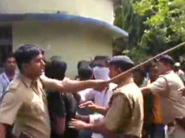 Video : रायगंज-मालदा में छात्रों का हंगामा, यूनिवर्सिटी में बंदूक और बम से हमला