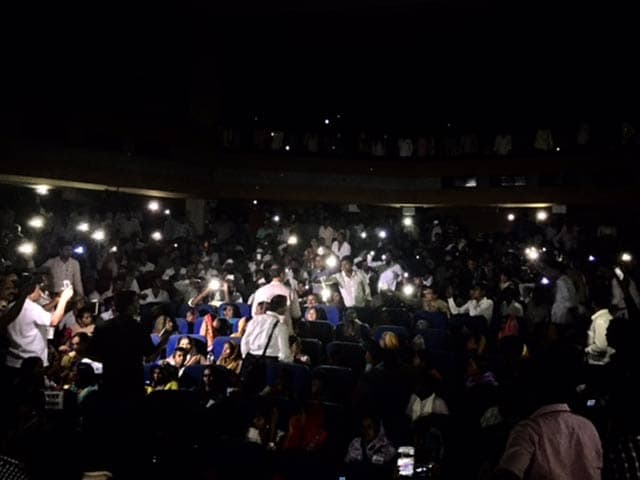 Video : For Nana Patekar, a Roomful of Cellphones Turned Into Torches