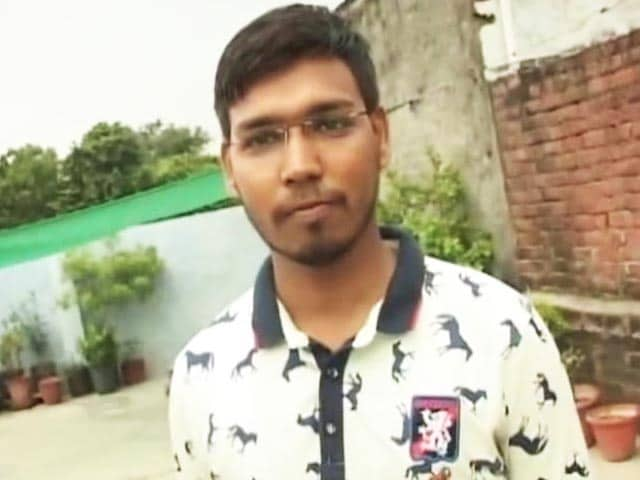 Video : 23 Lakh Want Peon's Job in UP, Engineers and Doctorates Included