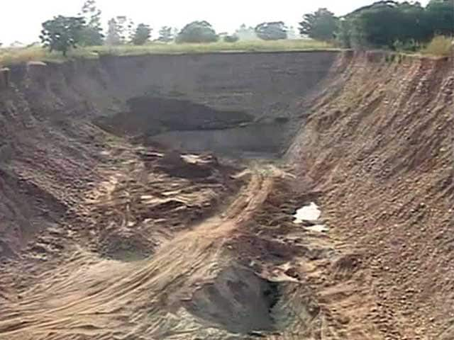 Video : In The Middle of Punjab Villages, 80-Foot-Deep Pits