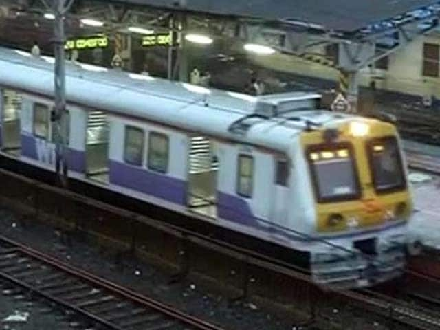 Video : Ganesh Chaturthi Rush Kills 14 on Mumbai Local Trains on Sunday