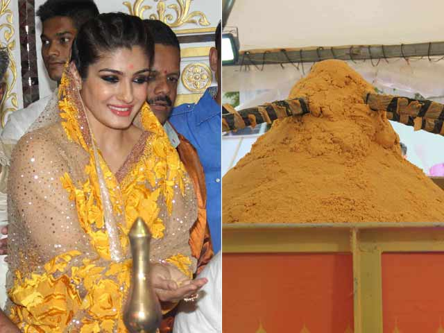 Raveena Presents Biggest Laddoo to Andheri Cha Raja