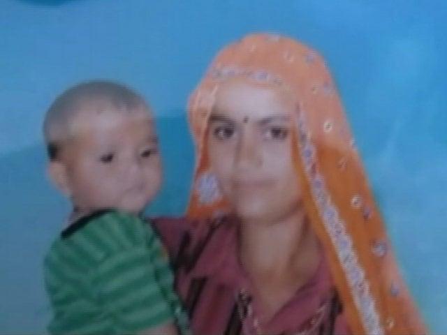 Video : राजस्थान : बोरवेल में गिरी ढाई साल की बच्ची को सुरक्षित निकाला गया