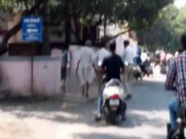 Video : Man Seen Walking With Wife's Head on Pune Road
