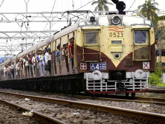 Video : सावधान रहें मुंबई लोकल ट्रेन यात्री, 40 लाख यात्रियों पर ख़तरा