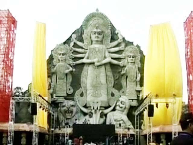 Video : Tallest Durga Puja Closed to Public in Kolkata