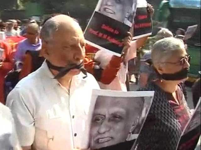 Video : Sahitya Akademi Condemns Kalburgi Killing, Urges Writers to Take Back Awards
