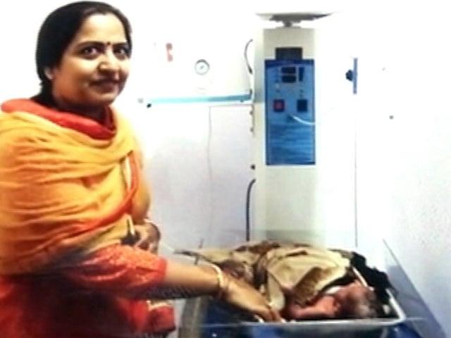 Video : दिल्ली जाम, सड़क किनारे डिलीवरी, ऐसी सुरक्षा किस काम की?